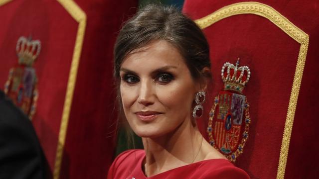 西班牙王后全家现身,大公主烫卷发太有女王范,老爸全程宠溺眼神