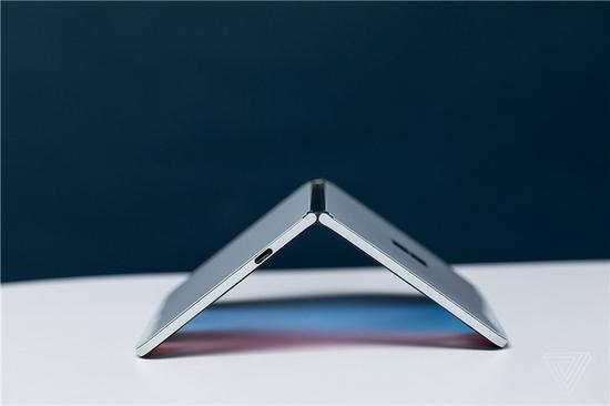 微软重返手机市场:Surface Duo双屏手机上手体验